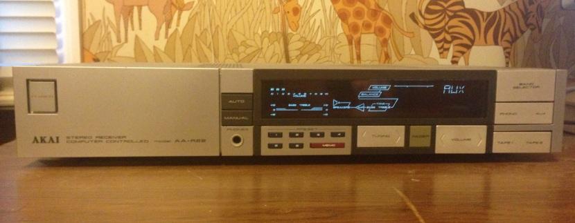 TV100_Akai_AA-R22_Front