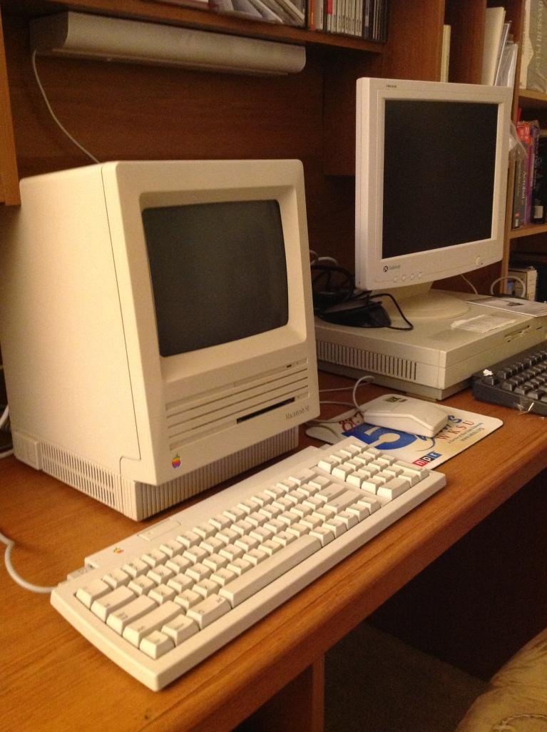 MacSE_Desk_2